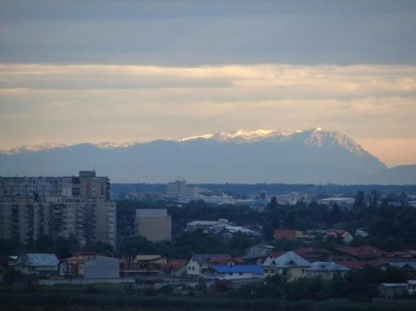 Muntii Carpati vazuti din Bucuresti